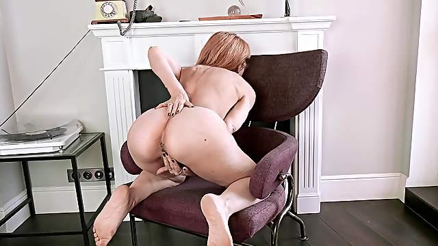 Super sexy babe Karolina works hard to pleasure herself